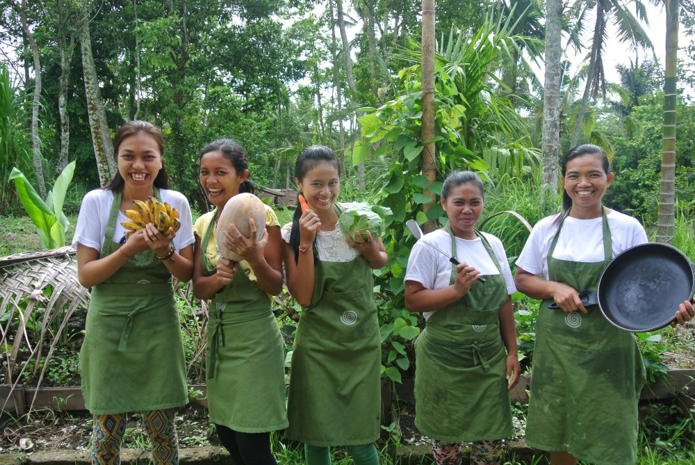 'The kitchen angels' 5 talented Balinese cooks produce 100 nourishing meals a day at Bali Silent Retreat