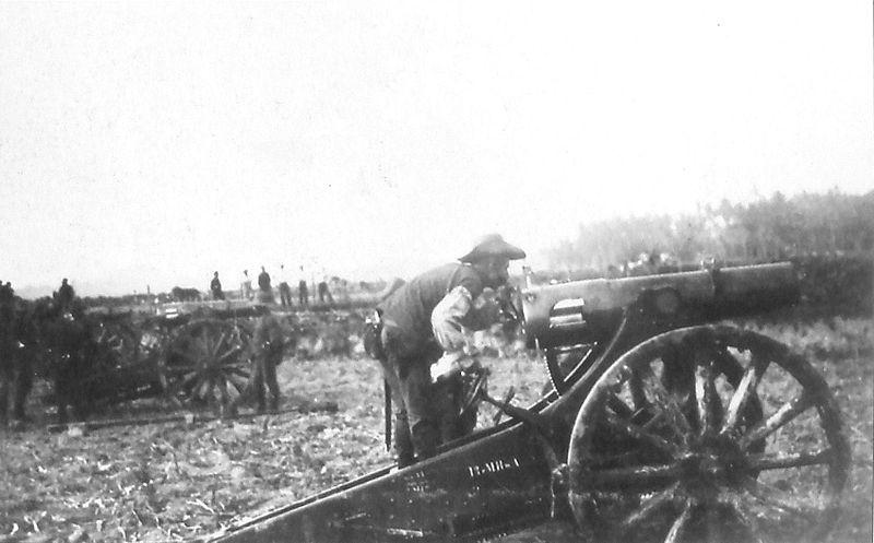 Dutch artillery fighting the Balinese (source: wikimedia)